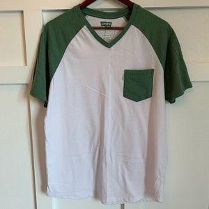 Men's Levis T-Shirt with chest pocket- size L